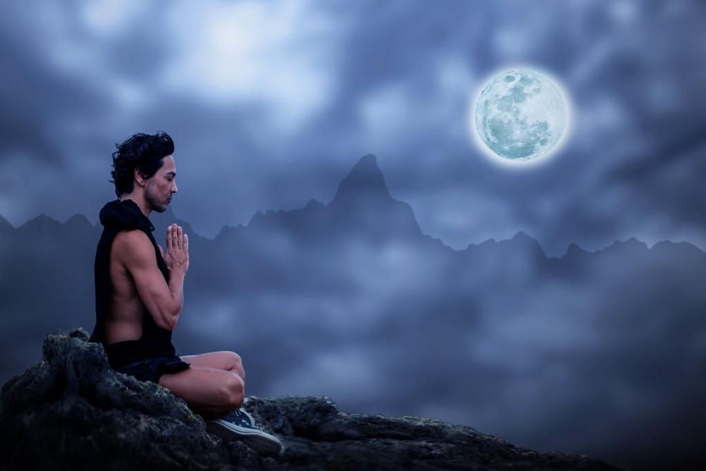 Salutation à la lune.